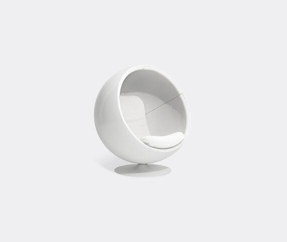 Eero Aarnio Originals 'Ball Chair', white Hallingdal